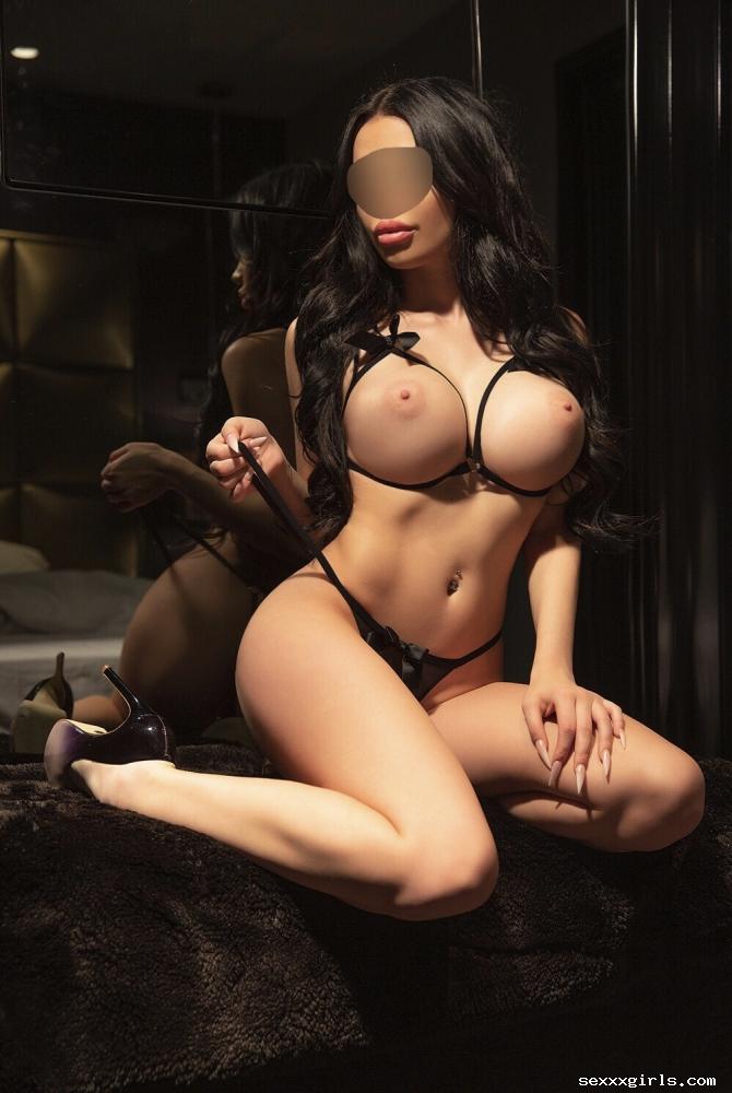 Kira Jolie